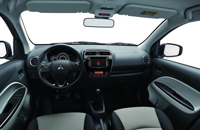 Mitsubishi Space Star 2016 - interior