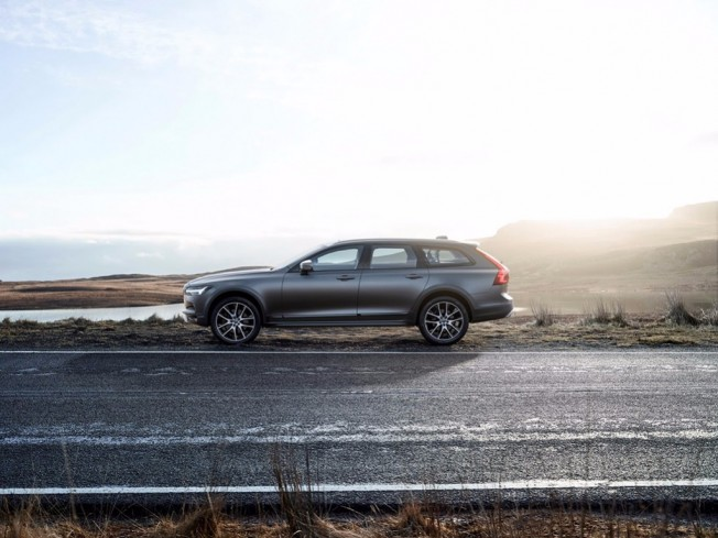 Volvo V90 Cross Country - lateral
