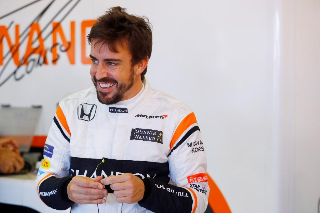 Fernando Alonso en el box