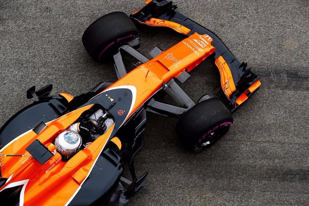 Fernando Alonso saliendo a pista