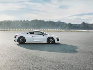 Fotos Audi R8 V10 RWD Foto 15
