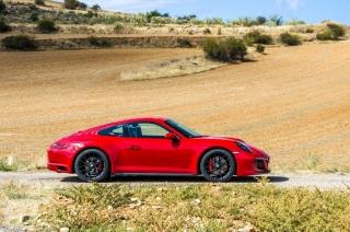Fotos Porsche 911 Carrera 4 GTS Foto 6