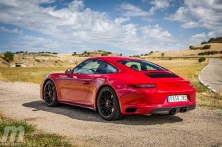 Fotos Porsche 911 Carrera 4 GTS Foto 23