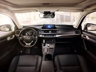 Lexus CT 200h y NX 300h 2018 Foto 16