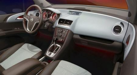 Opel revela por primera vez el interior del nuevo Meriva.