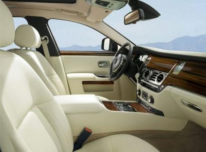 Rolls Royce: todo listo para presentar al Ghost.