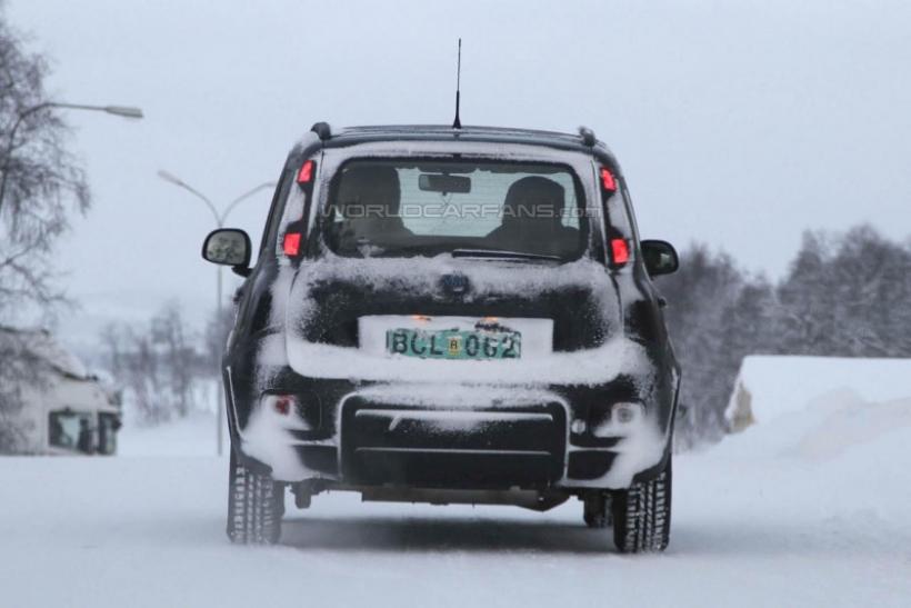 Fiat panda 4x4 cazado en pruebas for Immagini panda 4x4
