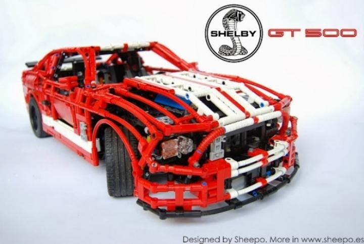 Un Ford Mustang Shelby GT500 a escala con piezas de LEGO