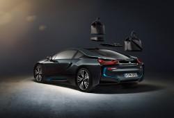 BMW i8, con maletas de Louis Vuitton