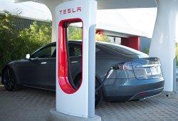 Las estaciones de carga rápida de Tesla llegarán a España en 2015