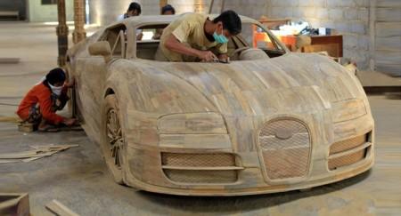 Un Bugatti Veyron de madera a escala 1:1 solo cuesta 2.800 euros