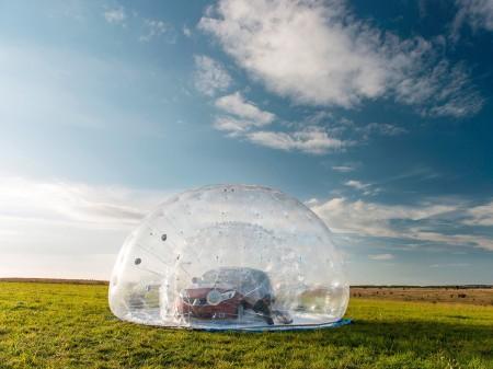 Un Nissan Note dentro de la esfera de aire más grande del mundo (con vídeo)