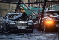 12 vehículos de lujo fallecen en un incendio en Moscú (+vídeo)