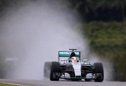 Hamilton marca su 40ª pole bajo el diluvio de Sepang