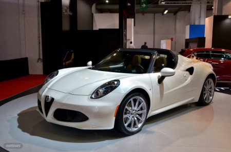 Alfa Romeo 4C Spider, en España desde 76.500 euros y con escape Akrapovic en el futuro