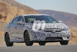 Honda Civic Sedán 2017, cazado por fuera y por dentro