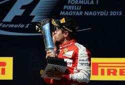 Sebastian Vettel coloca otra bandera en Maranello