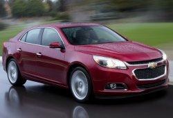 Estados Unidos - Octubre 2015: El Chevrolet Malibu acelera en su sprint final