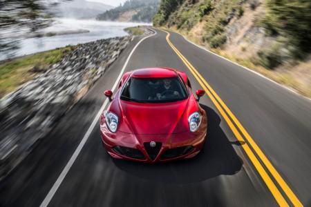 Alfa Romeo 4C y 4C Spider 2016: ligeros cambios y escape Akrapovic opcional
