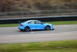 Polestar Cyan Racing prueba el Volvo S60 en Knutstorp