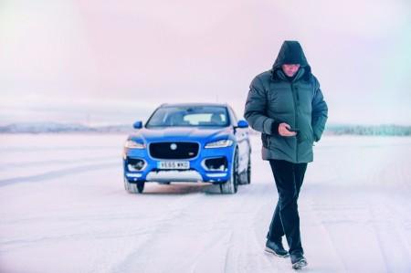 Jose Mourinho se divierte en la nieve a lomos de un Jaguar F-Pace S