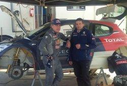 Carlos Sainz  y 'Cohete' Suárez de test con el Peugeot 208 R5