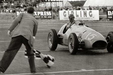 Paseo triunfal de Alberto Ascari y Ferrari con los Formula 2
