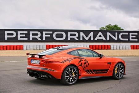 ¿Te gustaría dar una vuelta a Nürburgring en un Jaguar F-Type SVR? ¡Ahora puedes!