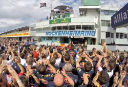 Red Bull logra un doble podio y adelanta a Ferrari