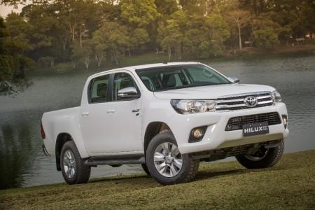Argentina - Julio 2016: El Toyota Hilux no da su brazo a torcer