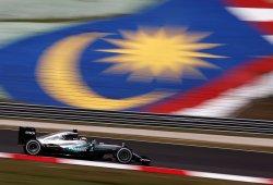 Hamilton pone tierra de por medio en los segundos libres