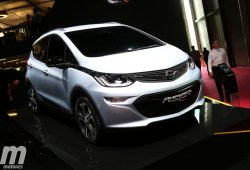 El Opel Ampera-e 2017 anuncia más de 500 kms de autonomía en París