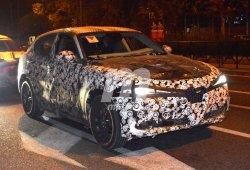 El Alfa Romeo Stelvio pierde camuflaje y nos desvela parte de su diseño definitivo
