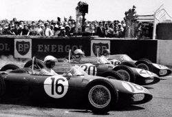 Ferrari vuelve a triunfar en otra trágica lucha entre compañeros