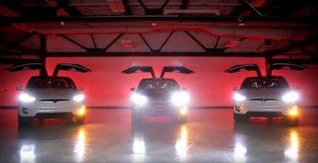 """El Tesla Model X celebra la navidad con un nuevo """"huevo de pascua"""""""
