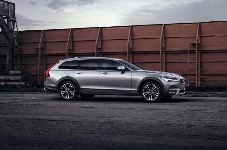 El nuevo Volvo V90 Cross Country recibe una «optimización» de Polestar