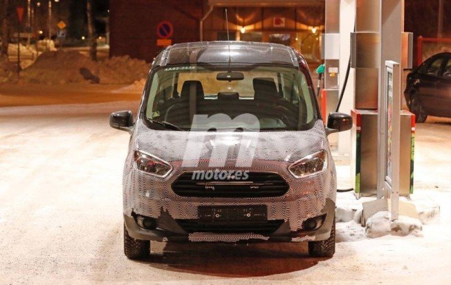 Ford Tourneo Courier 2018 - foto espía