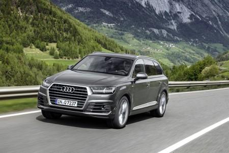 Holanda - Diciembre 2016: Audi Q7 y Toyota C-HR, protagonistas