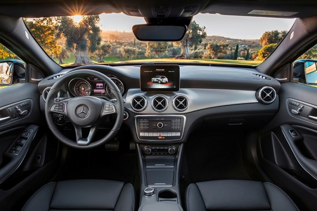 Mercedes GLA 2017 - interior