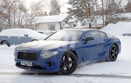 Bentley Continental GT: cazado con nuevo alerón trasero y un curioso camuflaje azul