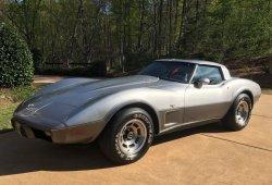 Estrena deportivo clásico, Chevrolet Corvette de 1978 con solo 24 kilómetros