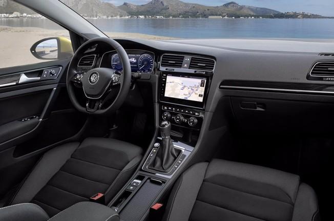 Volkswagen Golf 1.5 TSI Evo - interior