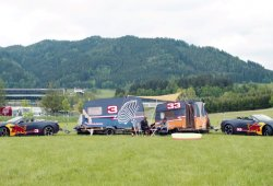 Verstappen y Ricciardo se pasan a las carreras de caravanas por un día