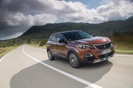 Francia - Abril 2017: El Peugeot 3008 aplasta a sus rivales