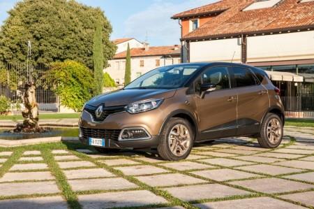 Italia - Abril 2017: Renault despega con Clio y Captur