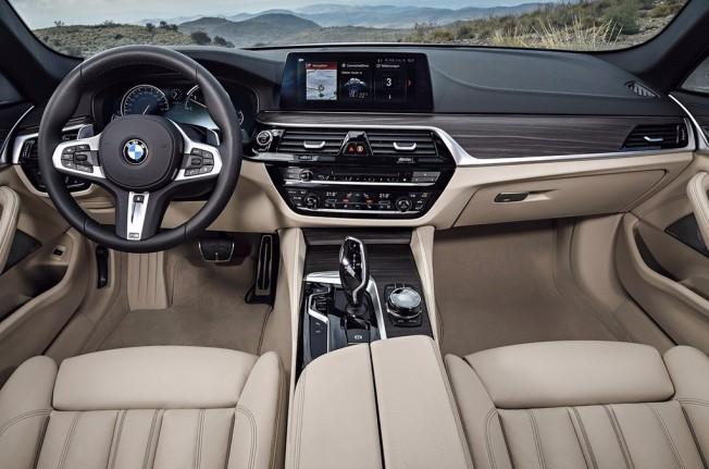 BMW Serie 5 Touring 2017 - interior