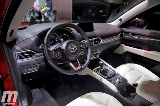Mazda CX-5 2017 - interior