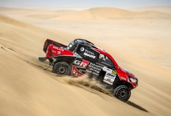 Los Toyota Hilux 4x4 oficiales no disputan el Silk Way Rally