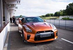 Probando los juguetes de Nissan en el circuito de Goodwood, una agradable mañana de domingo