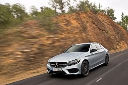 Alemania - Julio 2017: Mercedes bien, Volkswagen mal